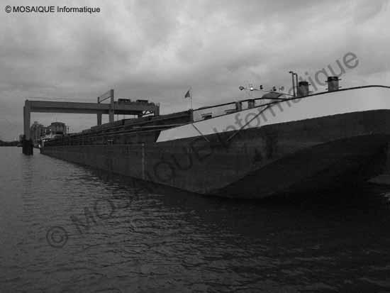 Canal de la Marne au Rhin. Photographie effectuée en mai, à 20 heures 30 - Cours photo numérique