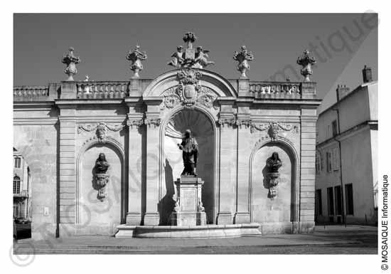Photo numérique - La perspective du monument est corrigée artificiellement