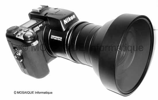 Tutoriel photo numérique -  Un adaptateur grand angle et sa bague d'adaptation, après assemblage sur l'objectif d'un appareil numérique de type « bridge »
