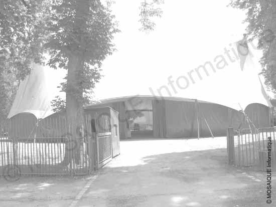 Tutoriel photo numérique - Cette photographie de l'ancien chapiteau de la Pépinière, qui a longtemps abrité le NJP (Nancy Jazz Pulsation), est largement surexposée