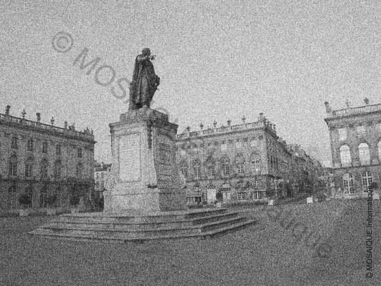 Tutoriel photo numérique - La même vue de la Place Stanislas avec une quantité de bruit très importante - MOSAIQUE Informatique - Nancy - Création de sites Internet